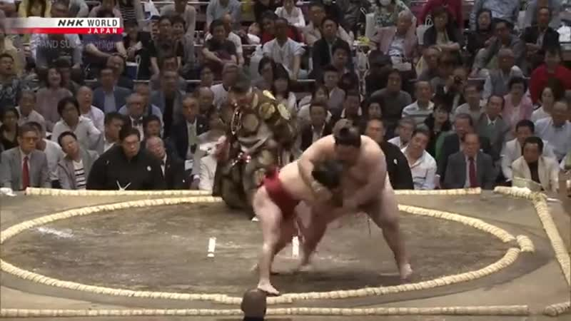 Little man has guts.. join list: SumoSlammers (135 subs)Mention History Tokushoryu (185 KG) vs Enho (99 KG) Day 1 of the March 2019 Basho. The new basho started