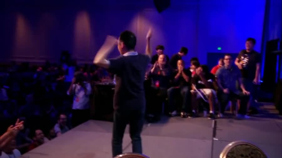 The most embarrassing moment in Esports/Evo history. Volume Warning.. Kerenny look at this moment of hypest shame