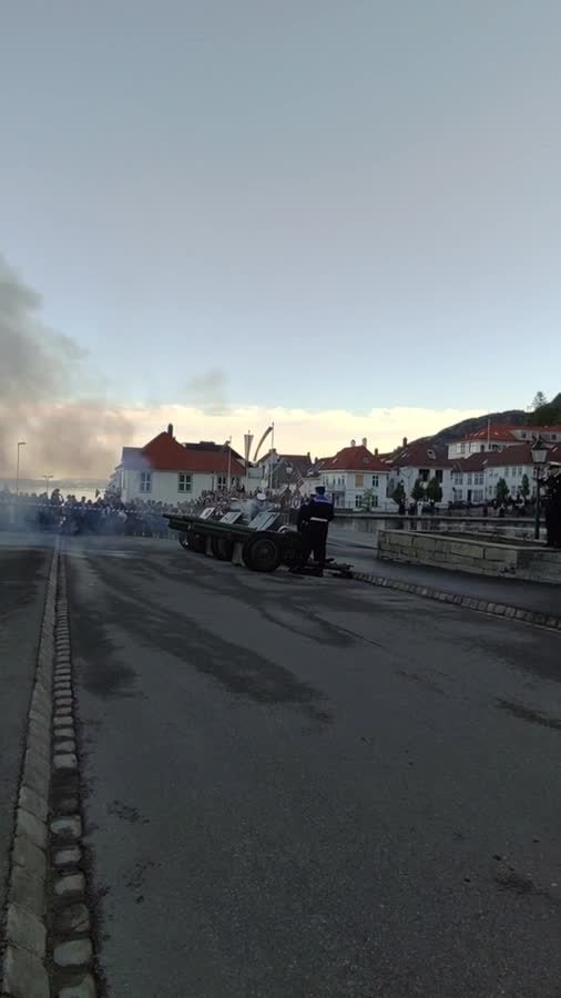 Norway declared war on Sweden. Norway declared war on Sweden today and are using all the artillery we got. Alot of people celebrate this day... fake news We don't have that many guns