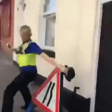 da police. water pistol cop what people do in England when they bored!.. the police its friday